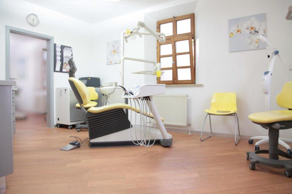 zahnarztpraxis dr lavinia dassler ihr zahnarzt in behringersdorf schwaig. Black Bedroom Furniture Sets. Home Design Ideas